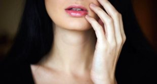 memutihkan kulit wajah wanita