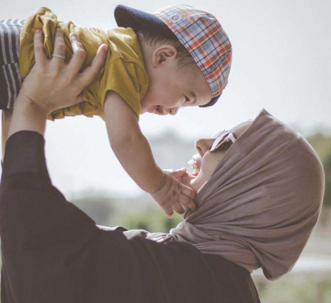 Membahagiakan Keluarga dengan Sifat Sabar dan Penyayang
